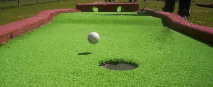 Minigolf - Indendørs minigolf og udendørs minigolf