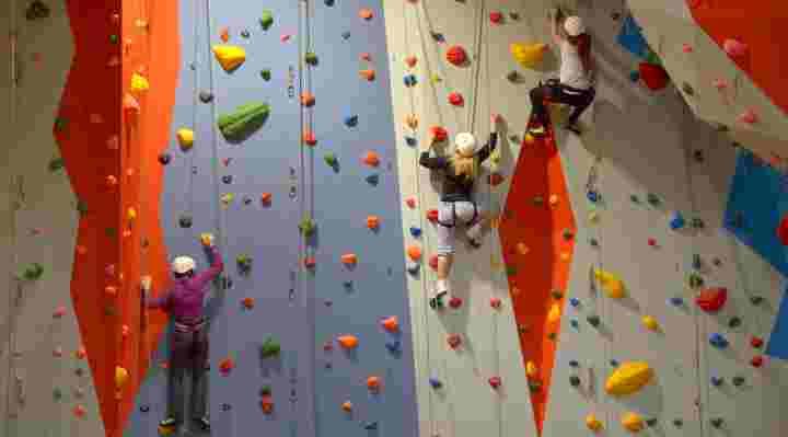 Klatring, klatrevæg og klatrehal