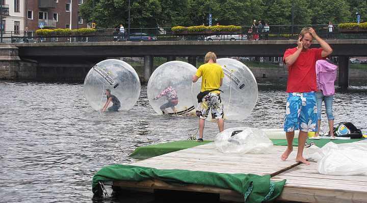 Gå-på-vandet med waterballs