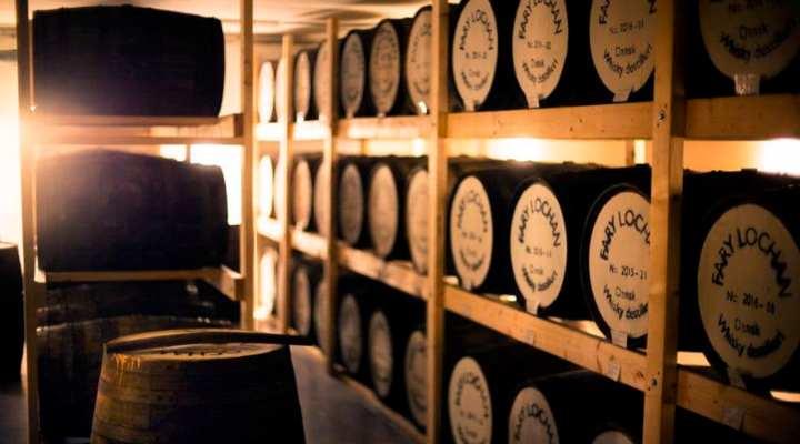 rundvisning__whiskysmagning_hos_fary_lochan_distillery