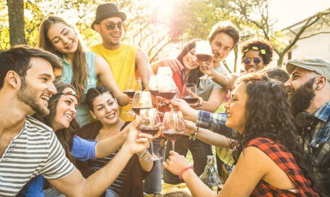 polterabend-hygge-planlægning-venner-kvinder-aktiviteter-mænd