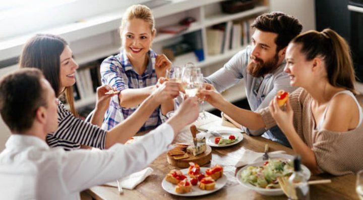 venner-polterabend-hygge-aktiviteter-mad-drikke