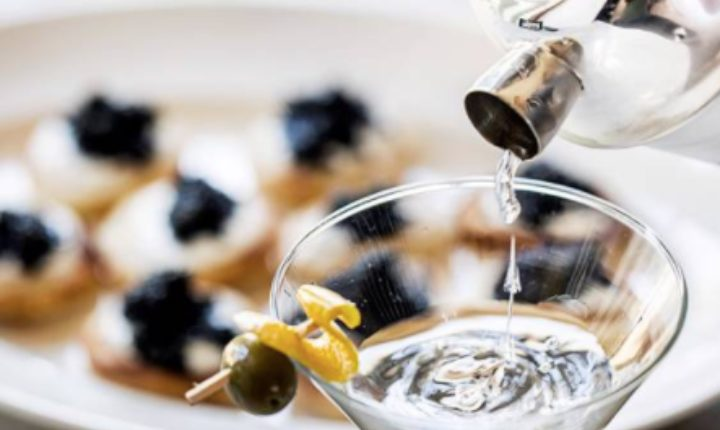 deluxe-vinsmagning-caviarsmagning-stokkebye-vingård-oplevelse-forkælelse