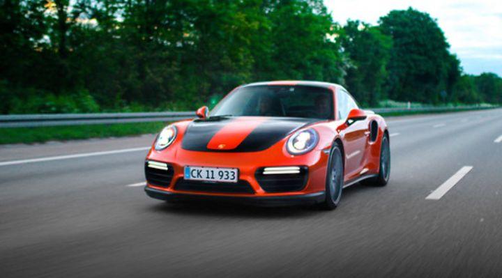 oplevelse-københavn-gavekort-Testkør-Porsche-911-TurboS-på-bane