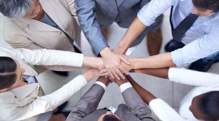 Teambuilding huddle